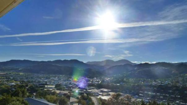 Aerosol trails over Nelson, Feb 15, 2014