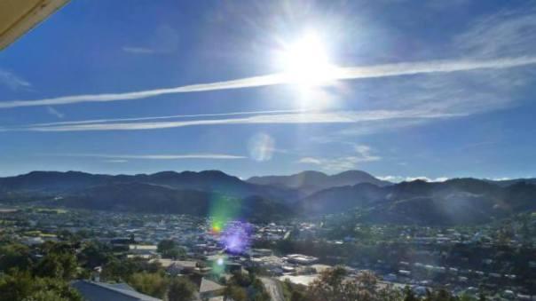 Aerosol trails over Nelson, Feb 15, 2014